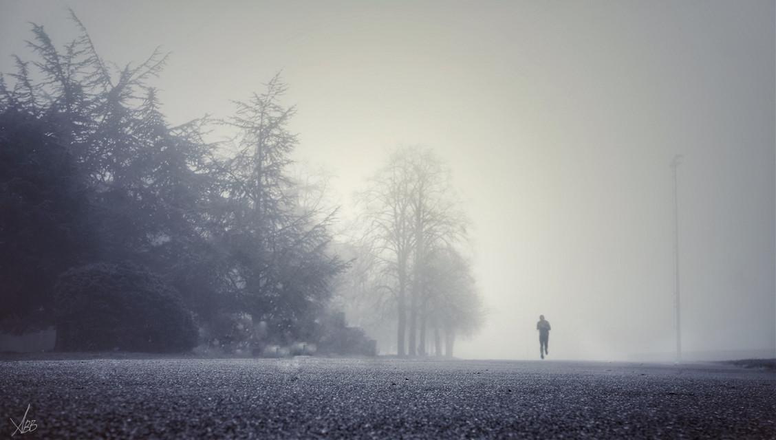 #thismorning #inthefog #fog #runningman #sport #black&white #faraway #lyon #2015
