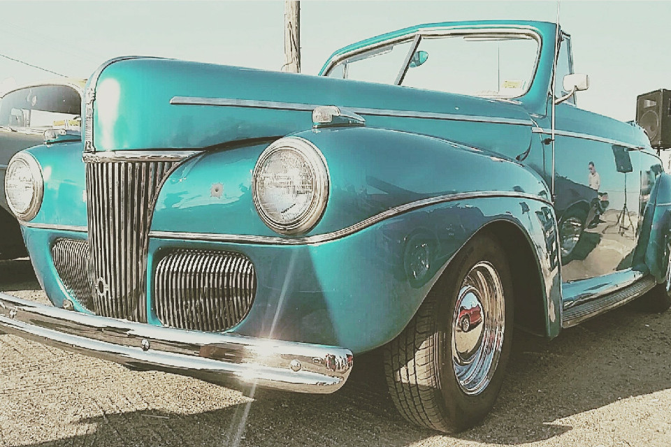 There's something about vintage things that I'm drawn to. #cars #vintage #photography #blue #summer