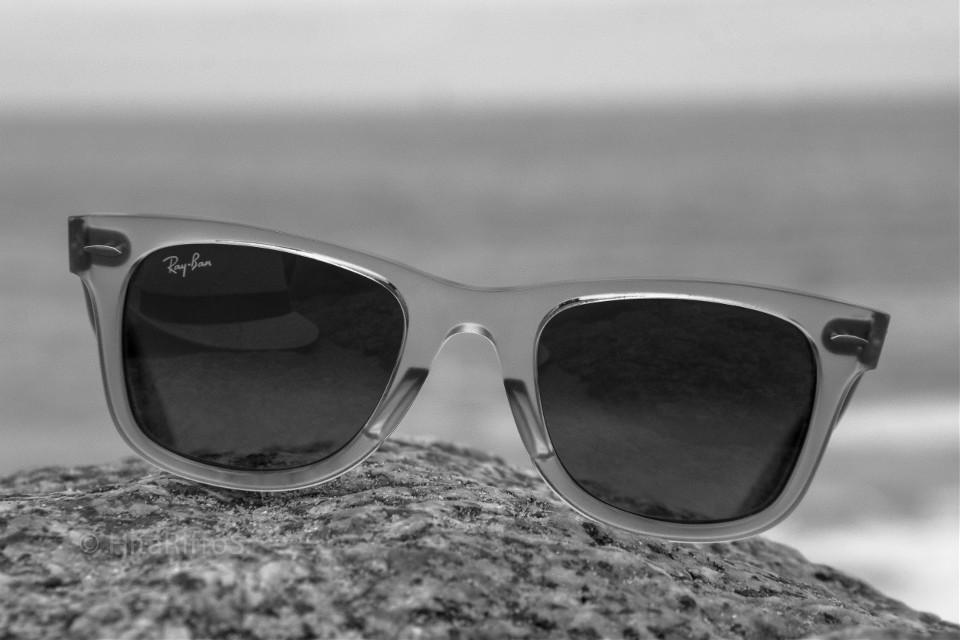 #gafas #lentes 👓😎#rayban #sombrero 🎩 #blancoynegro #playa #sol ☀#arena #mar🐬🌊 #canon60d📷🎬#blackandwhite #fotografia #verano